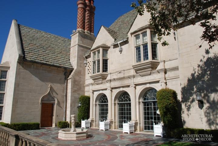 courtyard-limestone-pool-fountain-canada-French-Barre-Montpelier-wall-cladding